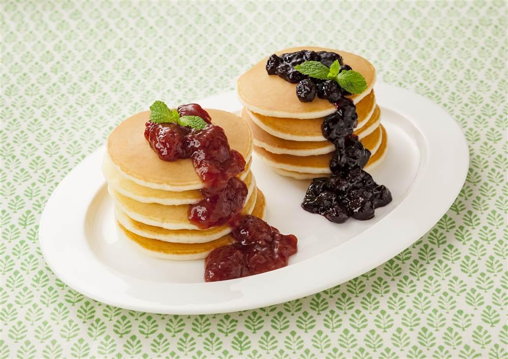 写真:まるごと果実 いちごとブルーベリーのパンケーキ