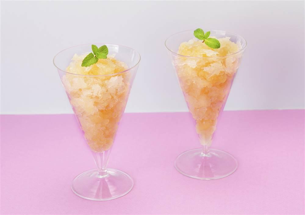 写真:まるごと果実 白桃のグラニテ