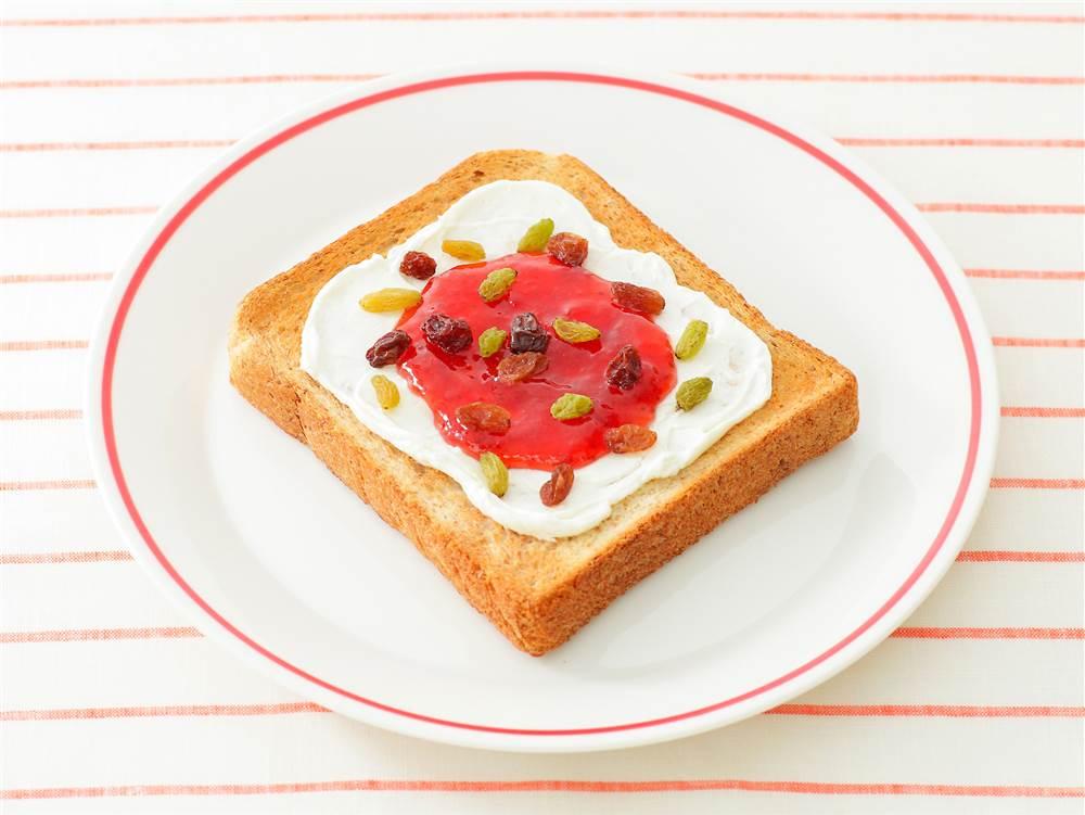 写真:イチゴジャムのクリームチーズトースト
