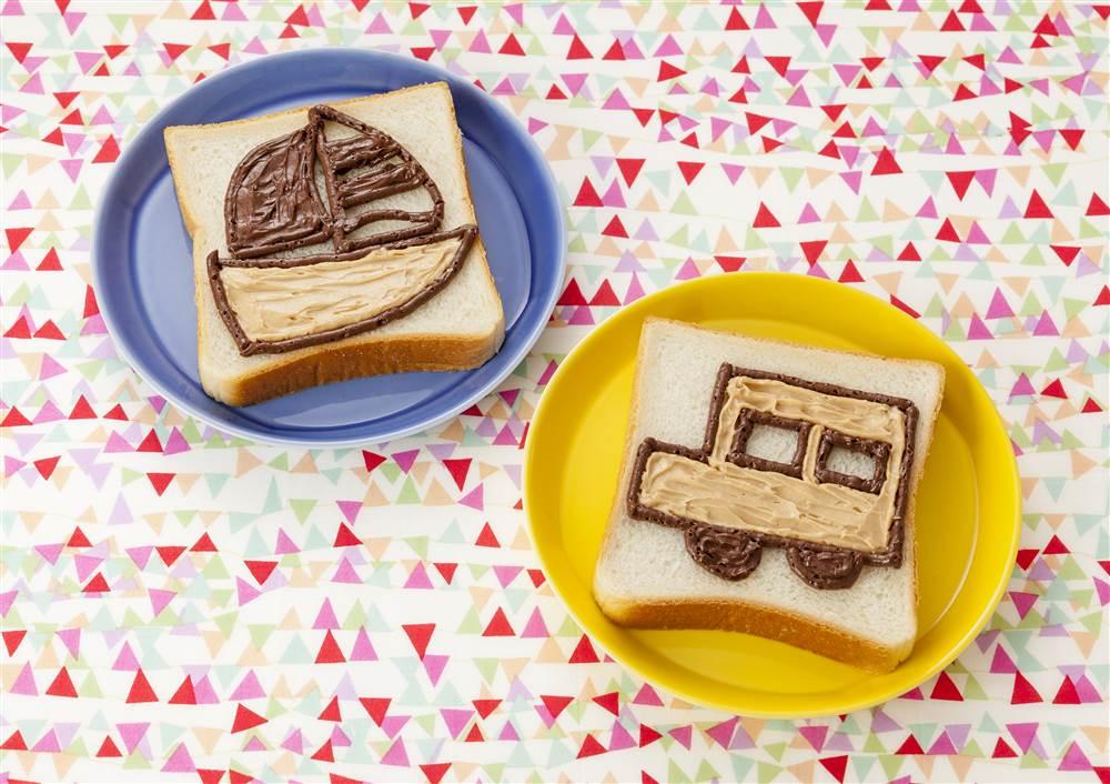 写真:お絵かきパン 船と車