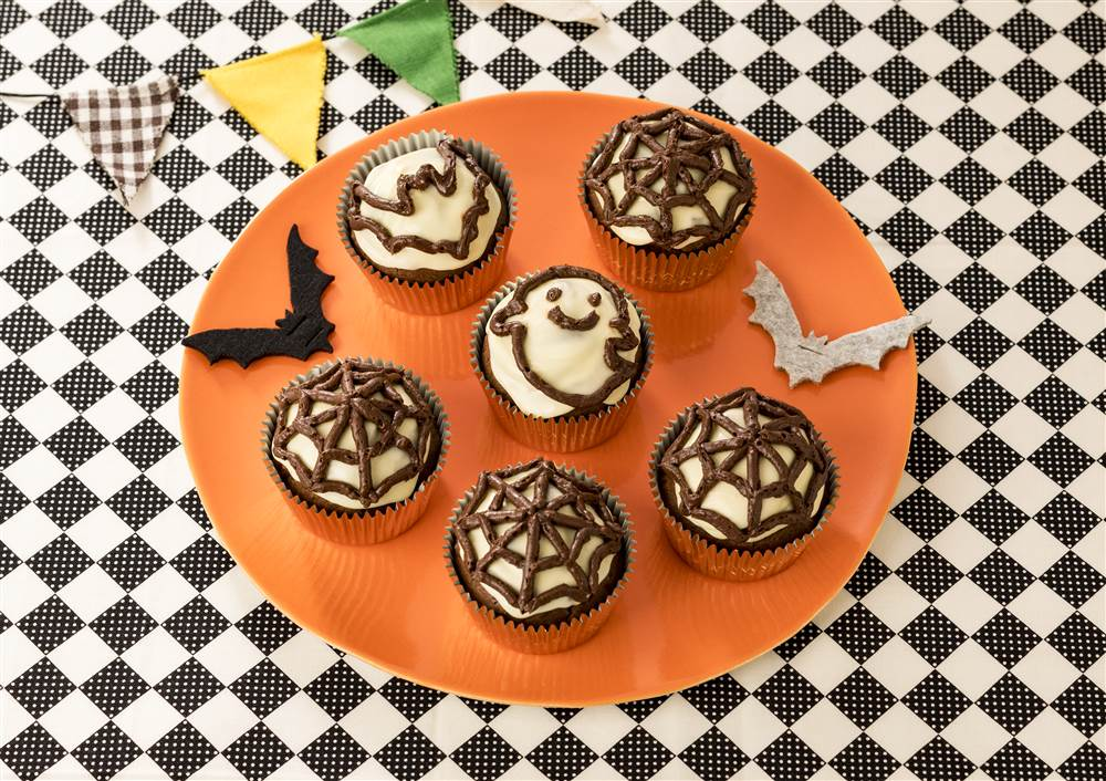 写真:ハロウィン チョコレートカップケーキ