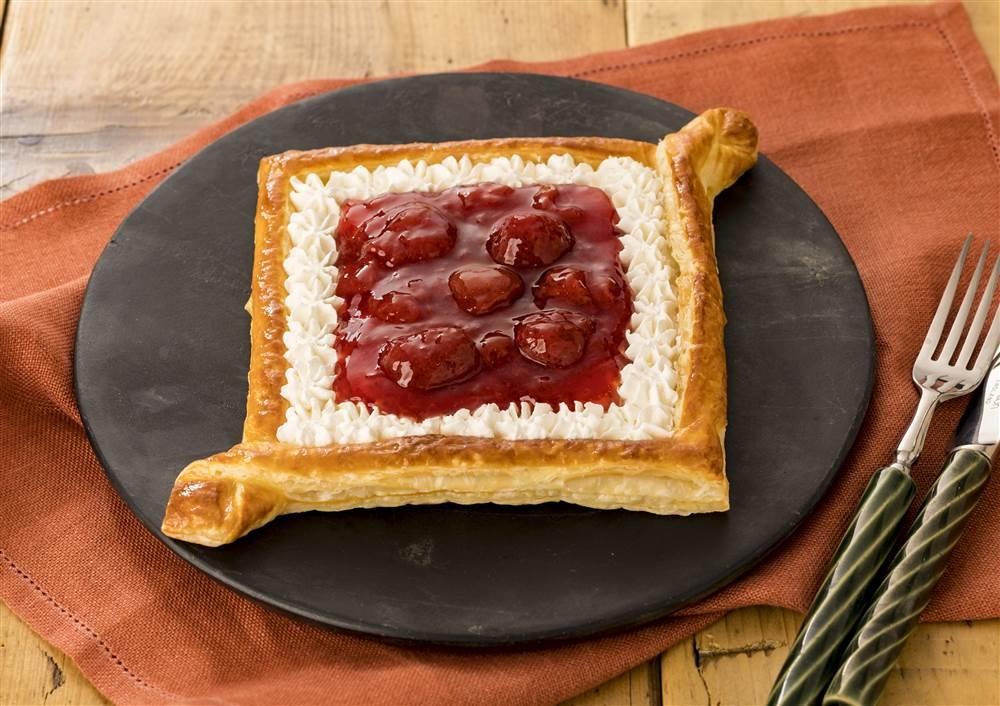 写真:ひし形いちごパイ
