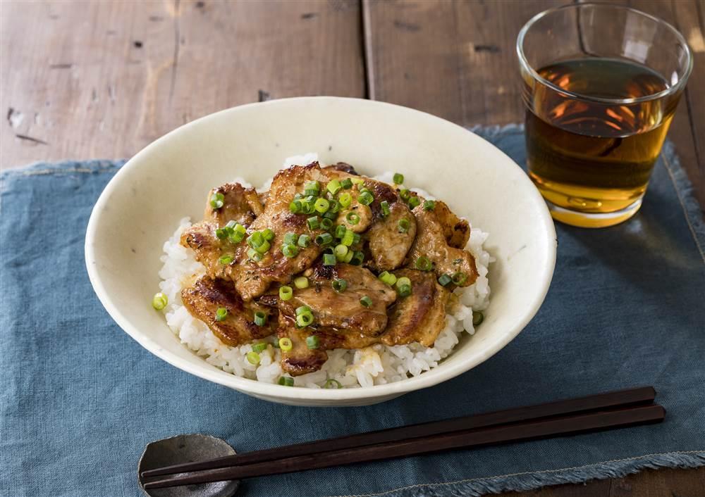 写真:ガーリック風味の豚丼