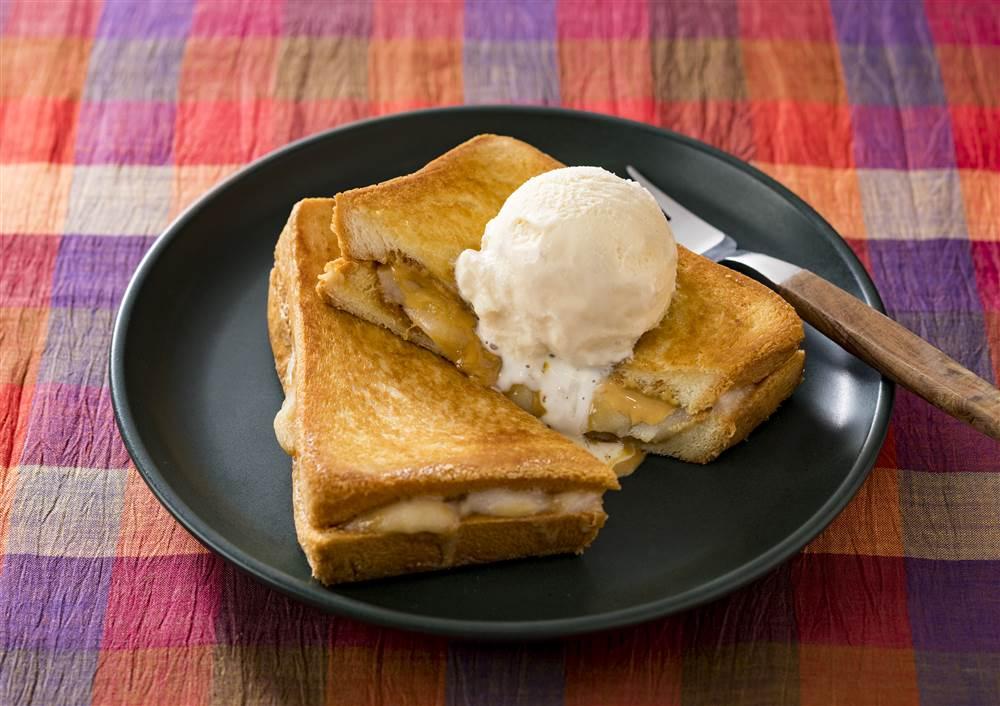 写真:もちもち ピーナッツクリームとお餅のホットサンド