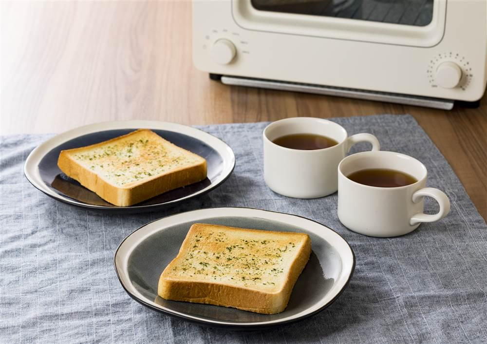 写真:食パンで!ガーリックトースト