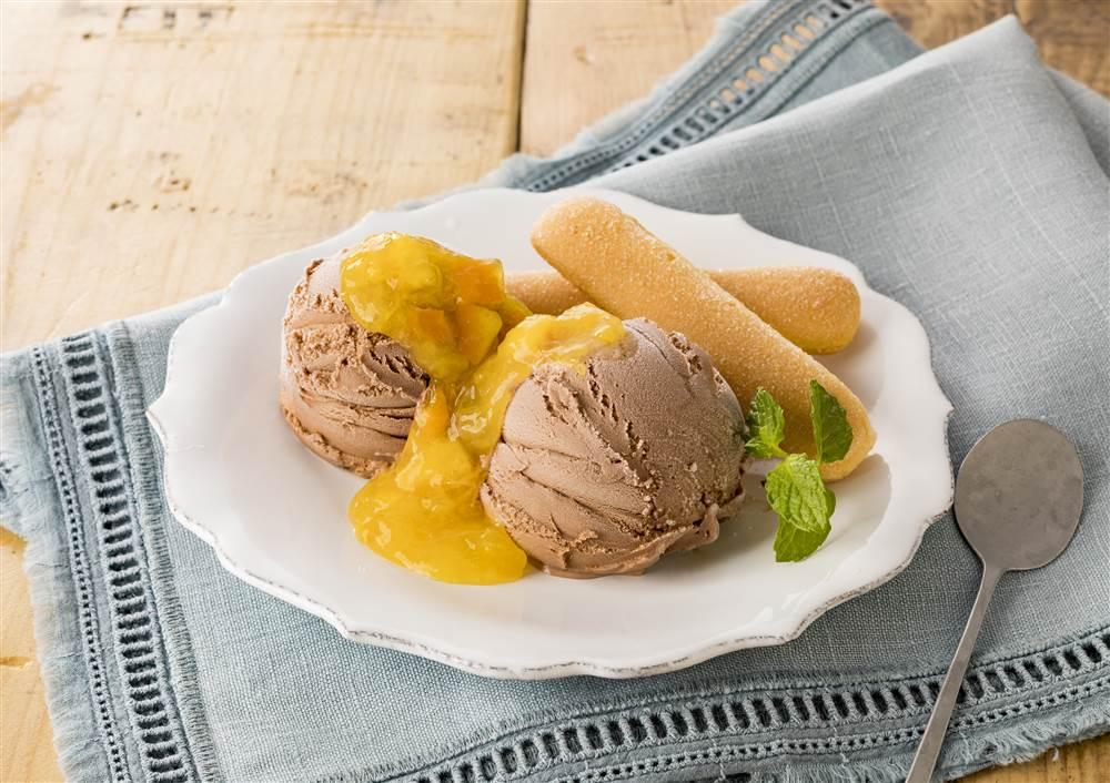 写真:チョコレートアイス オレンジ添え