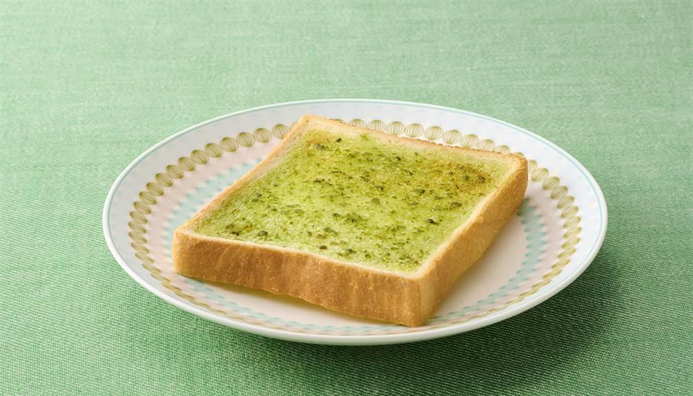 写真:食パンで!バジルトースト