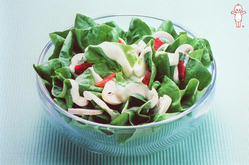 写真:サラダ菜とマッシュルームのサラダ