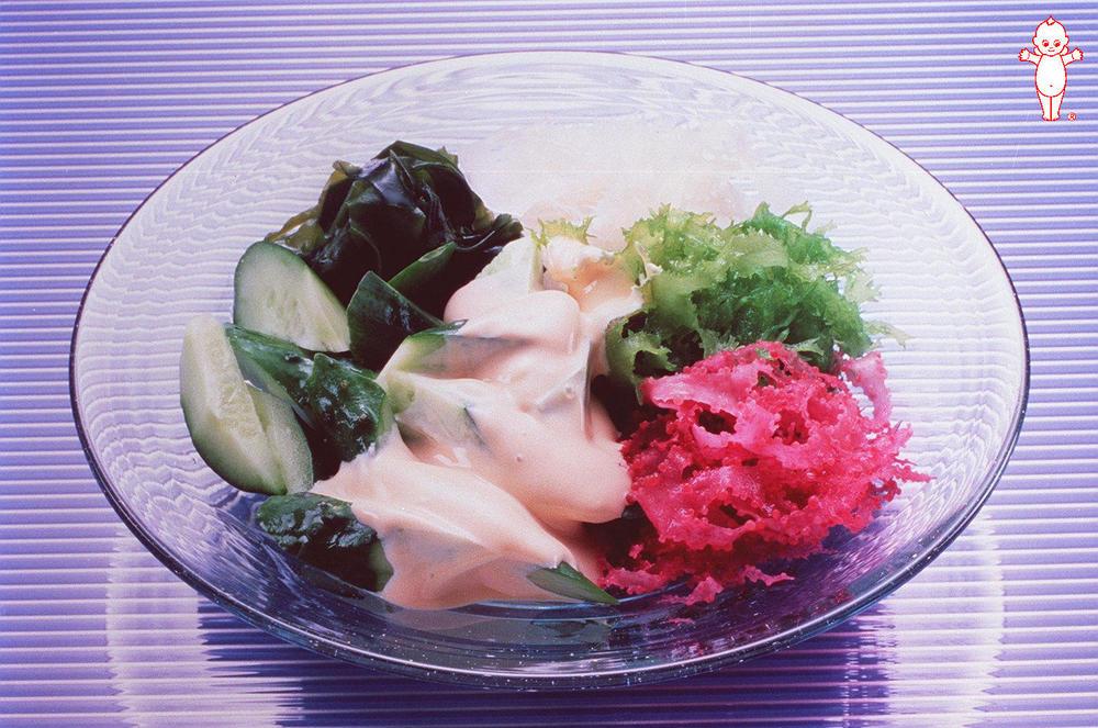 写真:きゅうりと海藻のサラダ