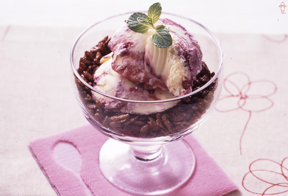 写真:チョコシリアルとダブルベリーのアイス