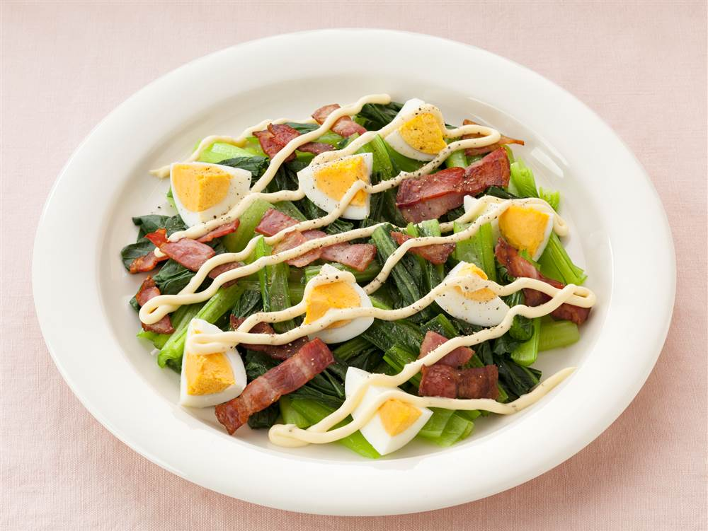 写真:小松菜とゆで卵のサラダ