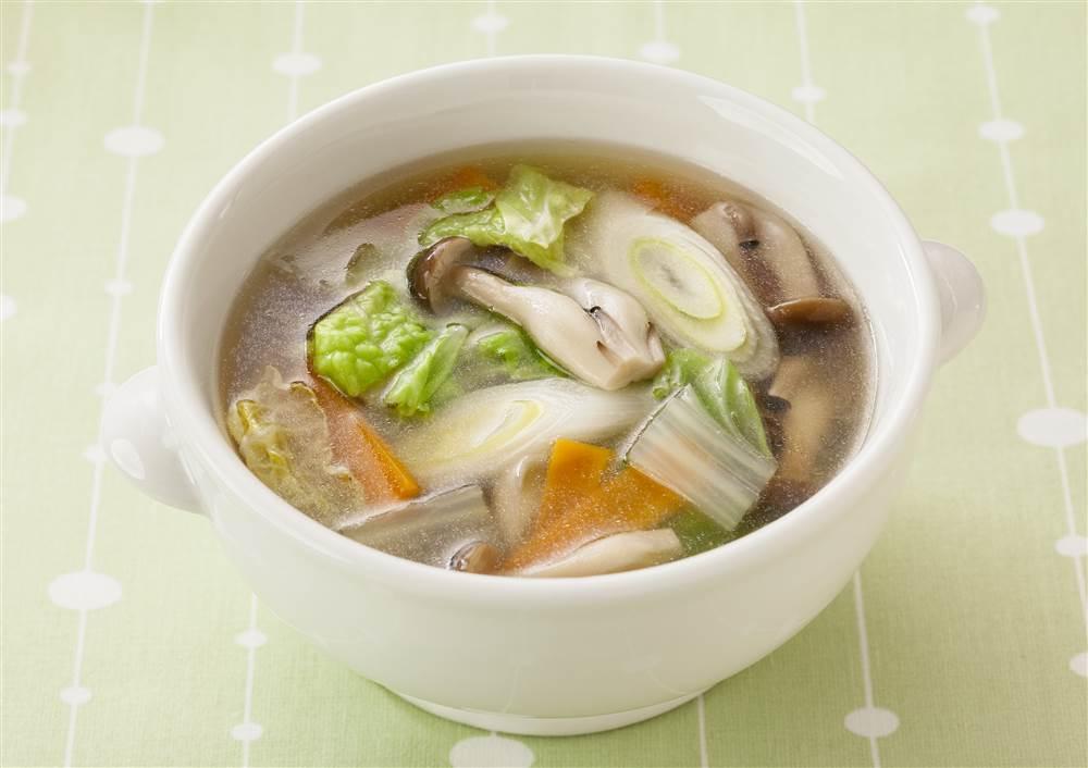 写真:白菜とにんじんの和風スープ