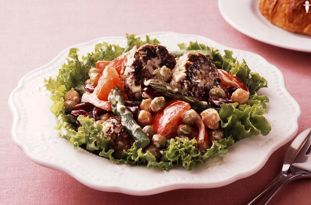 写真:マヨネーズで!ジューシーミニハンバーグとビーンズのサラダ