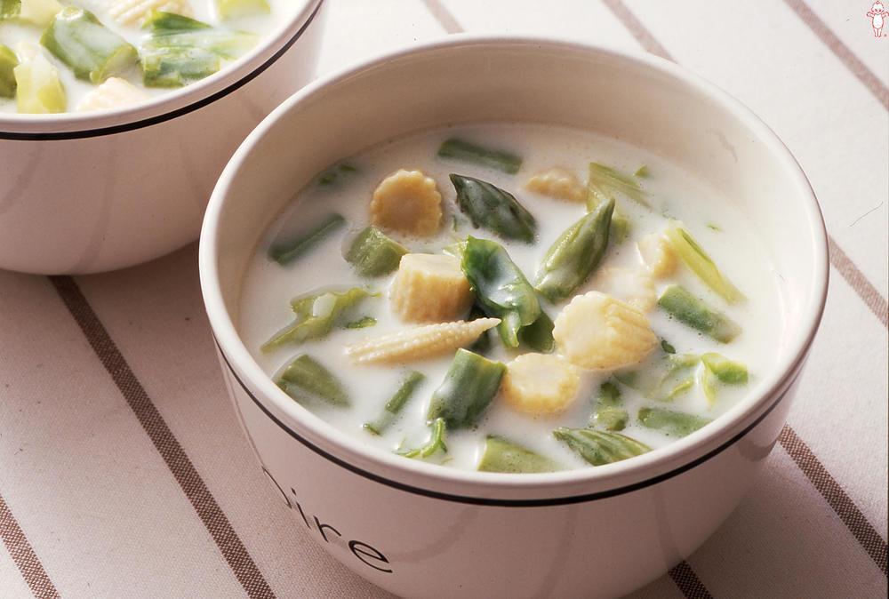 写真:キャベツとアスパラガスのクリームスープ