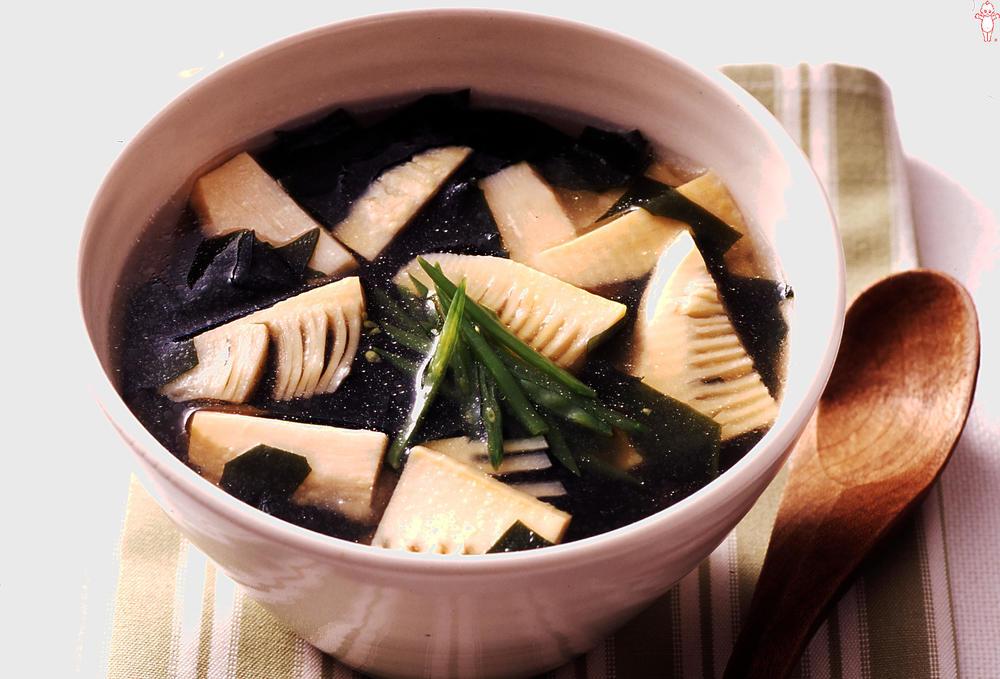 写真:たけのことわかめの和風スープ
