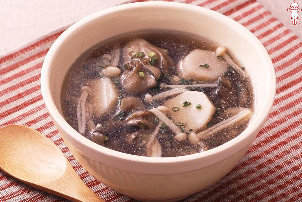写真:里いもと2種のきのこの和風スープ