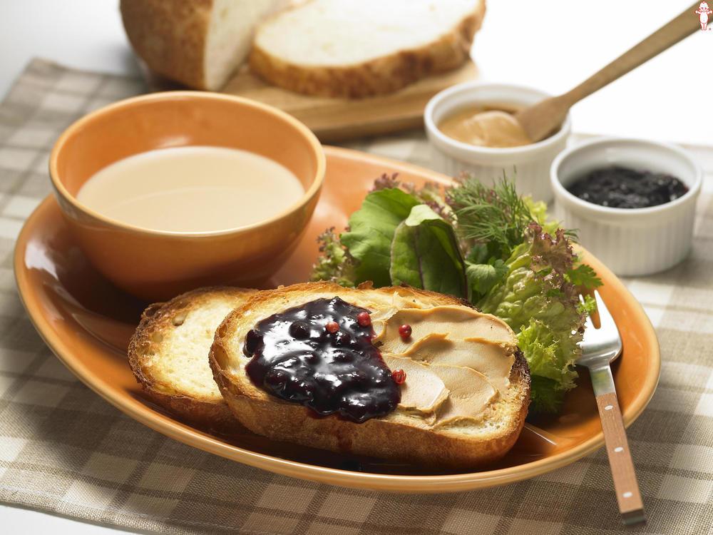 写真:ピーナッツバター&ブルーベリートースト