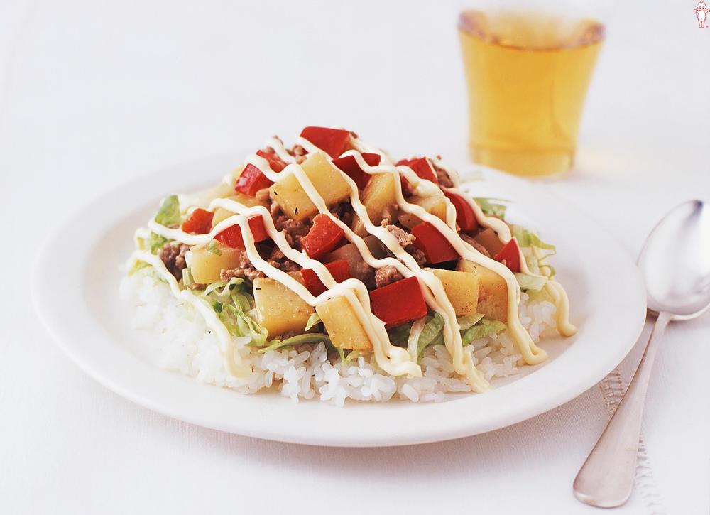 写真:ポテトと挽肉のサラダプレート