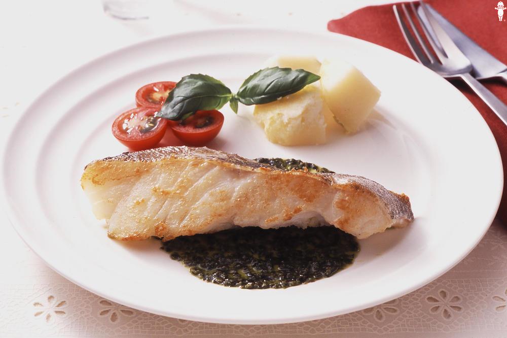 写真:白身魚のソテー バジルソース