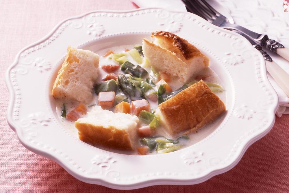 写真:パン入りクリームスープ