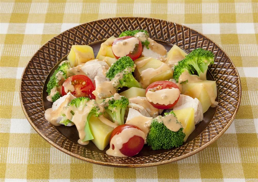 写真:鶏肉とブロッコリーのサラダ