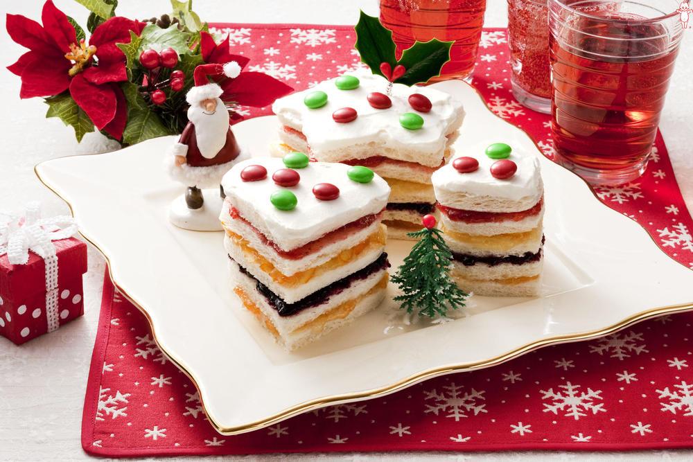 写真:パーティーサンドイッチケーキ