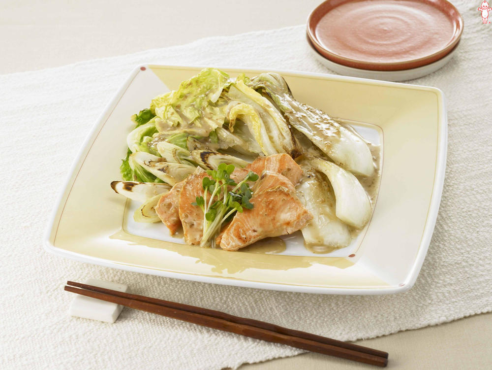 写真:白菜と鮭の焼きサラダ