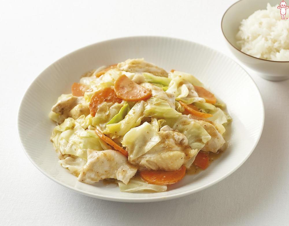 写真:キャベツと鶏むね肉のおかずサラダ
