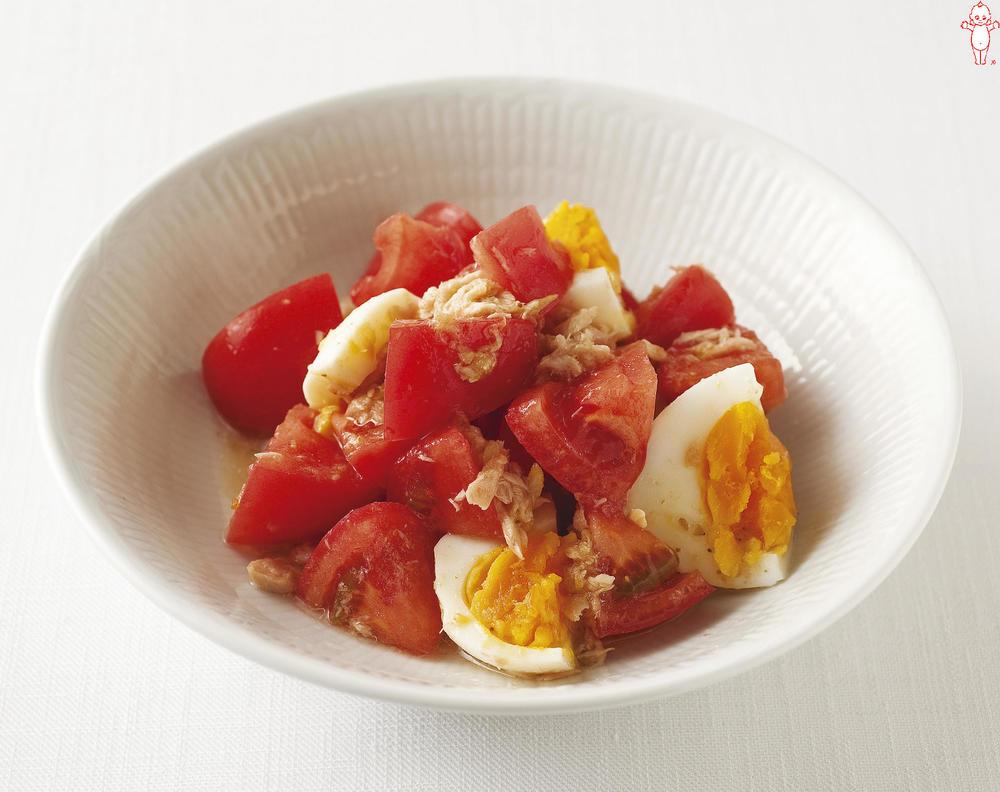 写真:トマトとツナとゆで卵のサラダ