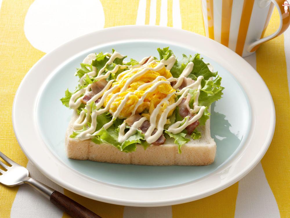 写真:エッグサラダのオープンサンド