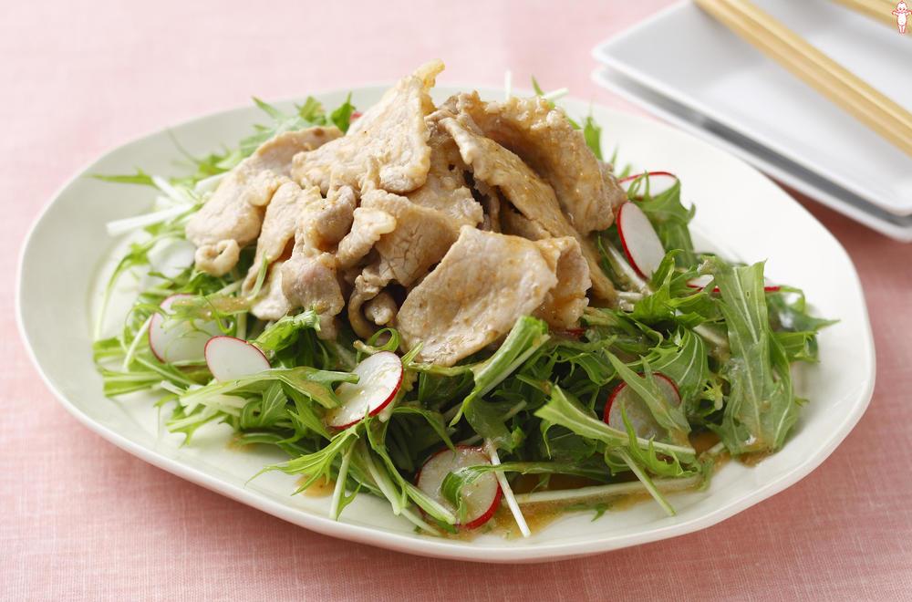写真:豚のしょうが焼き風水菜のサラダ