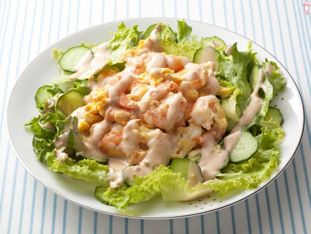 写真:えびとたまごのサラダ