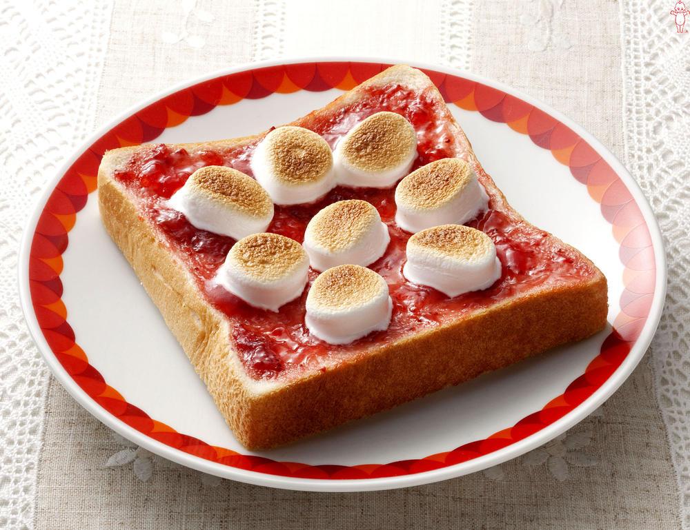 写真:マシュマロイチゴトースト