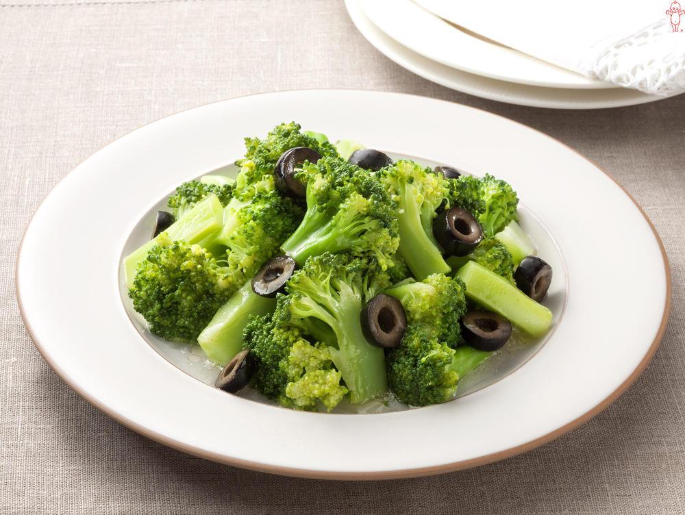 写真:ブロッコリーとブラックオリーブのサラダ