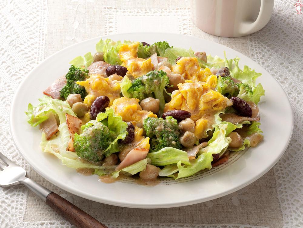 写真:ブロッコリーと豆のエッグサラダ