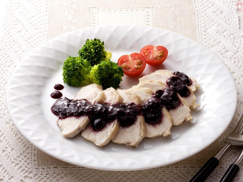 写真:鶏むね肉のイチジクソース