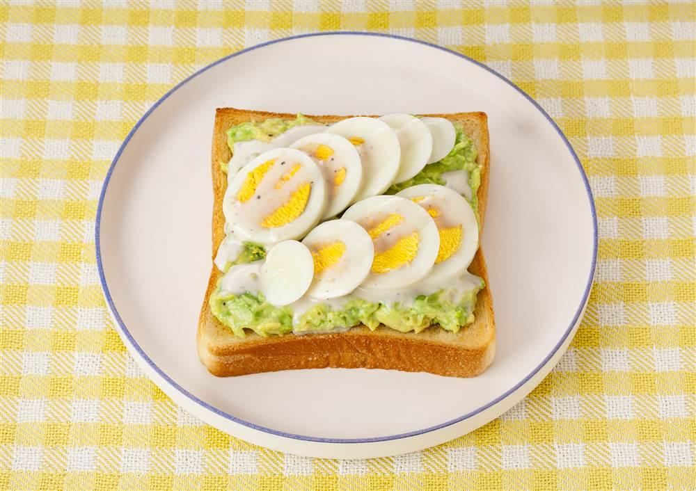 写真:アボカドエッグトースト