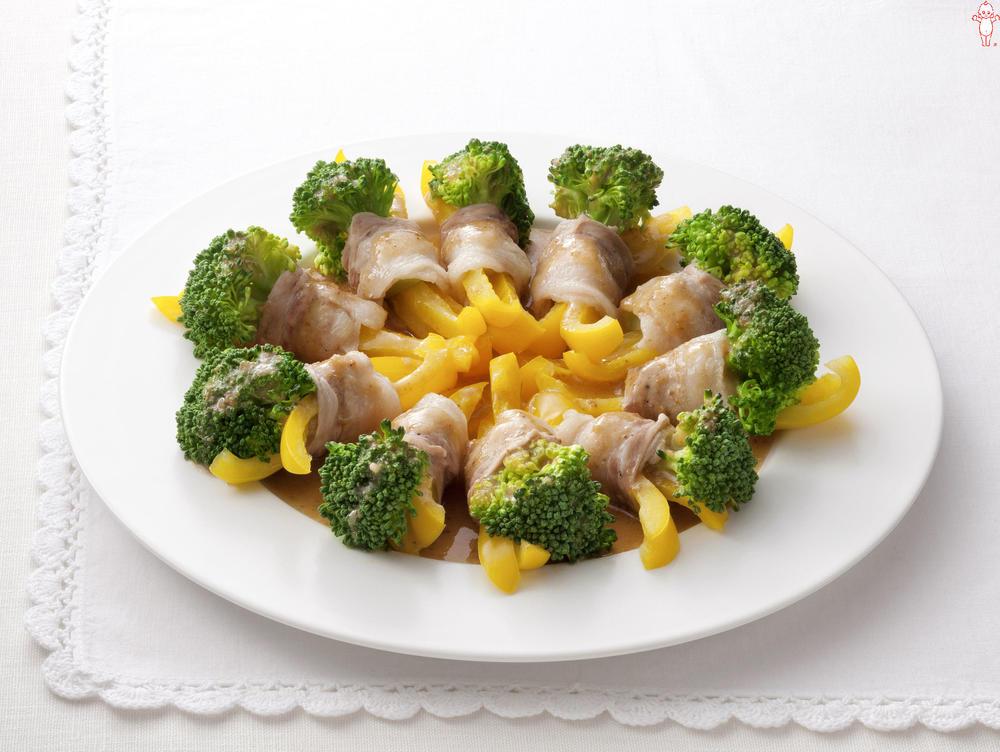 写真:レンジでかんたん!ブロッコリーと黄パプリカの豚肉巻きサラダ
