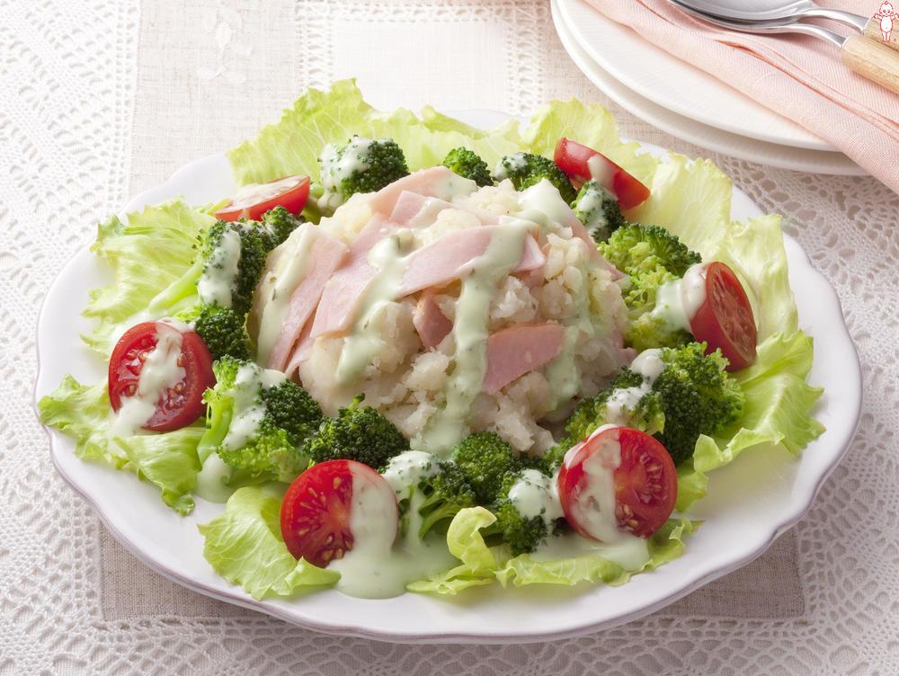 写真:バジル&チーズのポテトサラダ