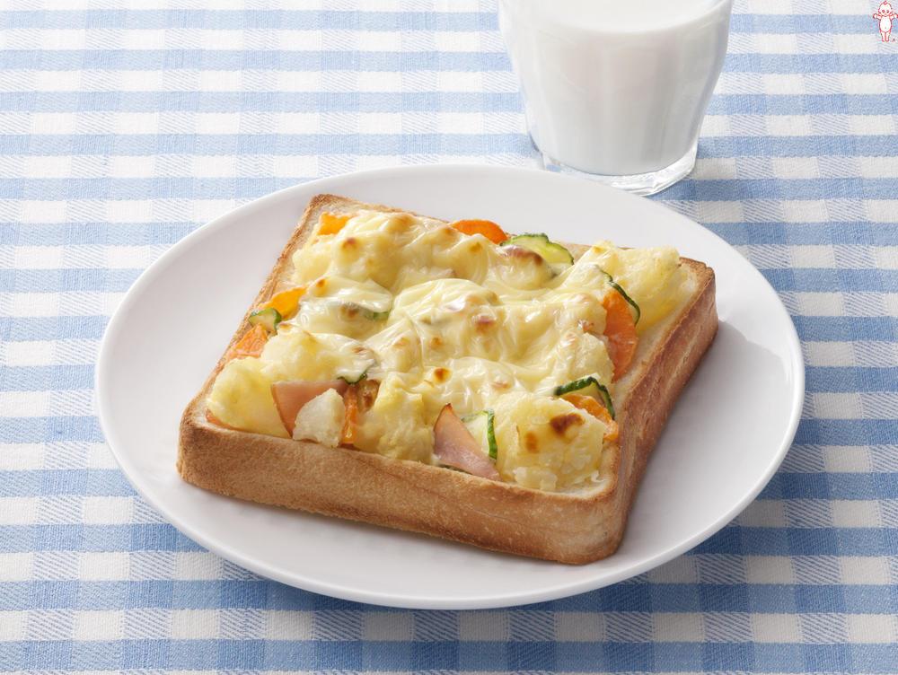 写真:ポテトサラダが大活躍!ポテサラチーズトースト