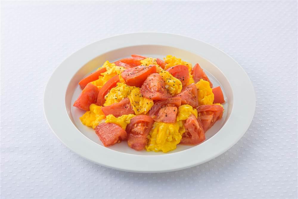 写真:トマトとふわふわ卵のマヨソテー