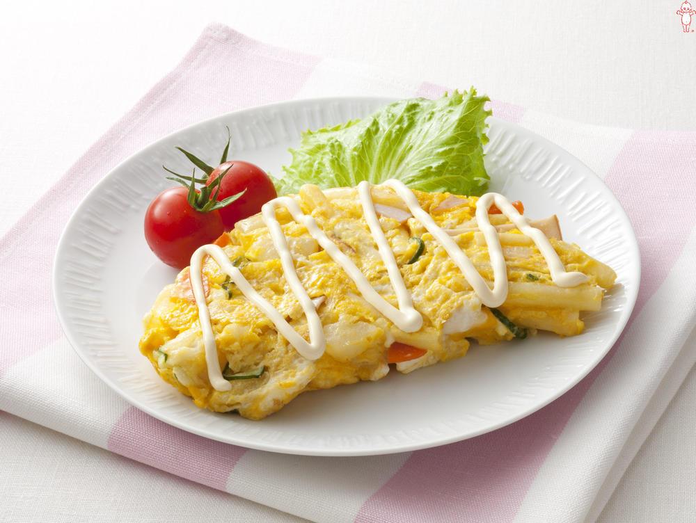 写真:ポテトサラダが大活躍!ポテマカオムレツ