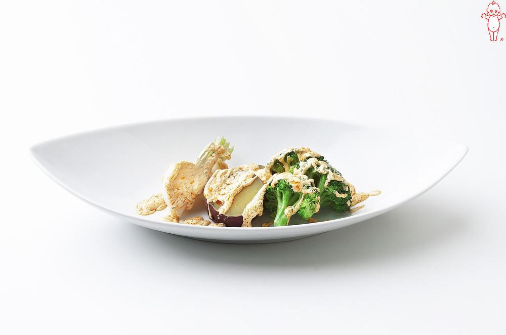 写真:ラー油マヨかけ蒸しサラダ
