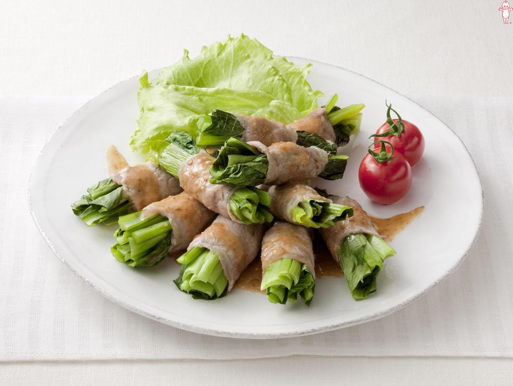 写真:レンジでかんたん!小松菜の豚肉巻きサラダ