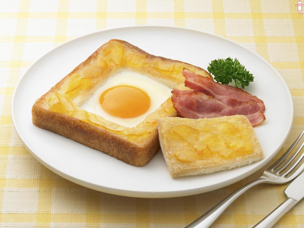 写真:ベーコンエッグ入りこんがりママレードパン