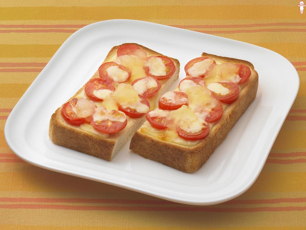 写真:ミニトマトとチーズのリンゴトースト