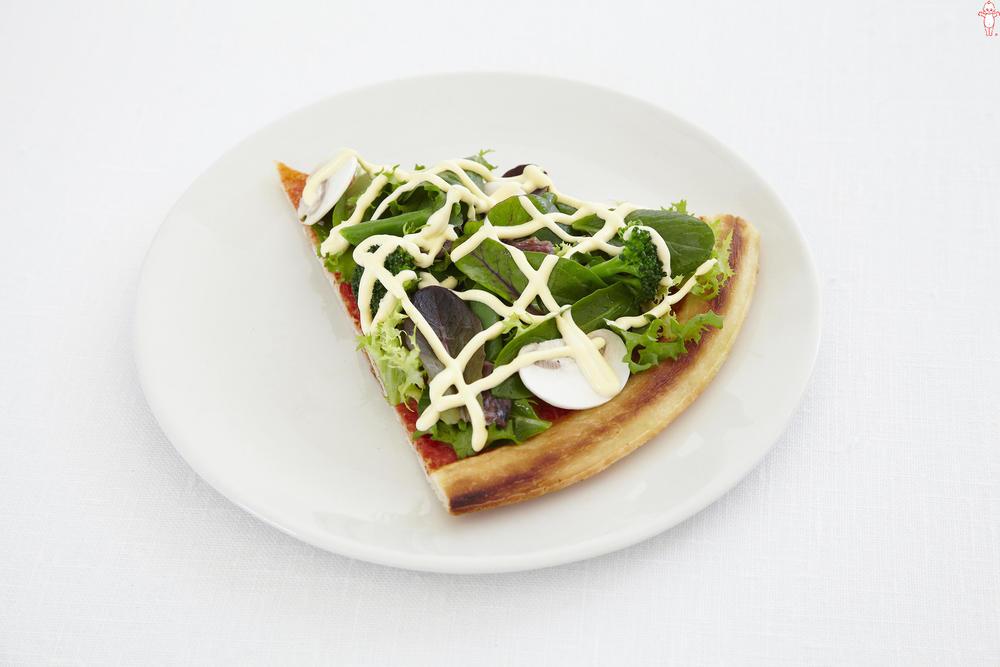 写真:ベビーリーフのサラダピザ