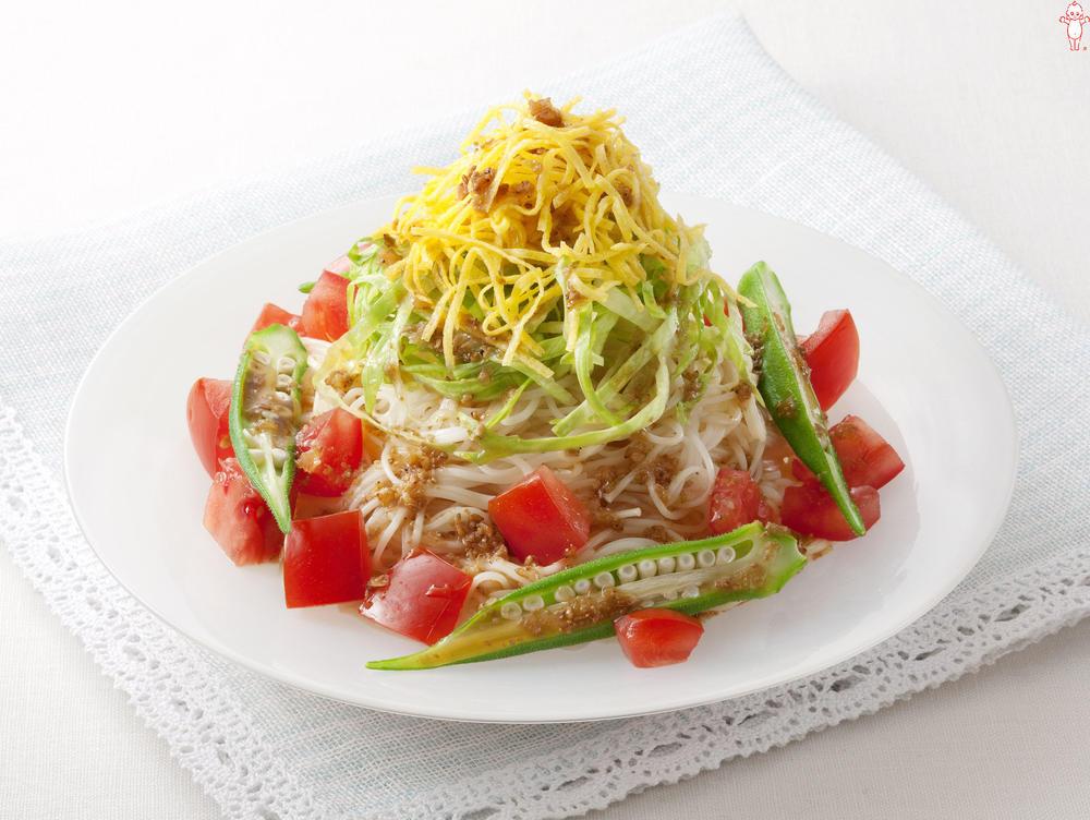 写真:オクラと角切りトマトのサラダひやむぎ