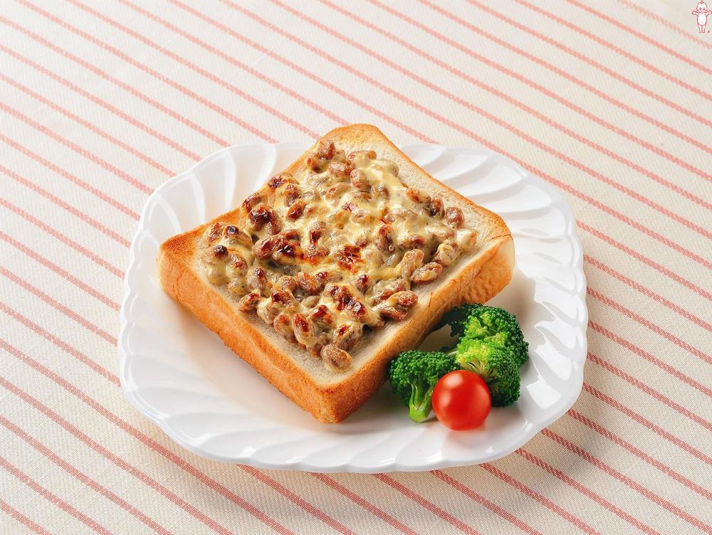 写真:納豆マヨトースト