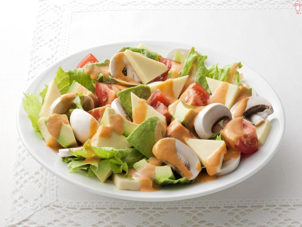 写真:アボカドとチーズのクリーミィサラダ